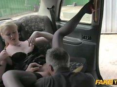 Caliente rubia se toma Taxistas Dick