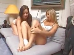 Лесбиянки трахаются с ногами