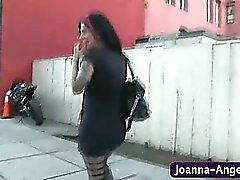 Joanna Angel chupa la polla en el cuarto