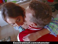 ExxxtraSmall - Tiny Teen Drinks Jizz para crecer alto