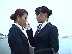 Babes orientales élégantes se réunissent pour une lesbia passionnée
