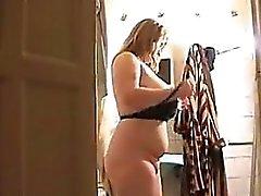 Rasvasta blondi nainen kastuu Kylpyamme