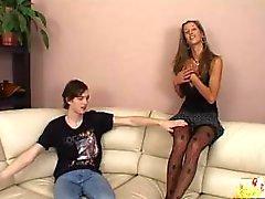 caliente chica seducida a su vecino y lo penetrada muy duro