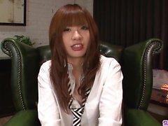Teen Mami Yuuki jizzed en la cara después de una mamada seria