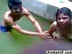 Kink indisk brud blir Naughty i vänner