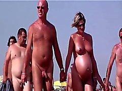 Французский пляже нудистским Кап д'Агд люди ходят обнаженной 04
