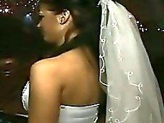 21 Трахнули невесту в рот толпой