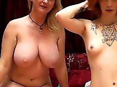 Hermosos Lesbians On Live Cam