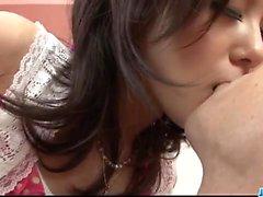 Rui Natsukawa brunette babe syö kalu hardcore