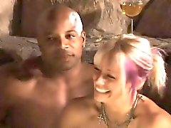 Bemerkenswerte Swinger-Party mit hardcore interracial Sex