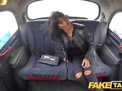 Fake Taxi Saucy caliente morena le gusta la polla checa