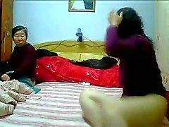 Chinoise faits maison le MILF Les lesbiennes