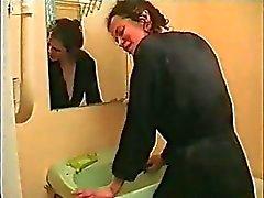 Русский Couple In ванной комнатой