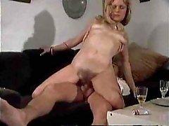 Titty Dronken Milf Gets Stretched & afgeroomd op een Laag