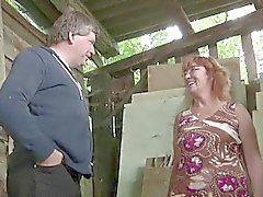 Allemand Milf Mom et Dad Fuck Outdoor sur ferme