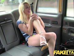 Fake Taxi Novo driver dá sexo ao sexo feminino quente quente local