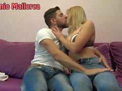 Jag plockade upp en ukrainsk tjej och jag kysste henne PASSIONATELY (ASS låsning)