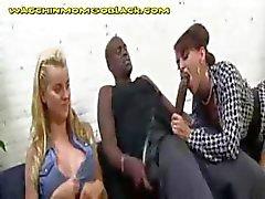 Hete Blonde moeder zuigen Her Black Lover