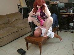Kinky- rotem Kopf Sitting