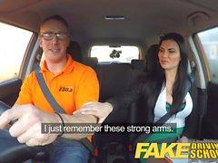 Driving School Faux Homme apprenant son putain de femme examinateur