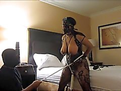 Esposa da escravo índio orgasmos silvestres , braçadeiras e tit slapping