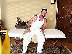 Великий комната для массажа горячим пупсикей