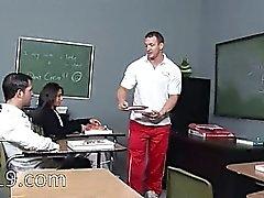 viettelevää teini nai luokassa