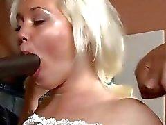 Geiler blonde Bitch Whitney Gnade DP- mit schwarze Schwänze pochende
