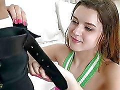 Cutie Alex Mae gefickt von riesigen schwarzen Schwanz