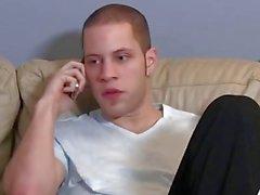 Hard Working Guy kam zu Hause, um zu bemerken, dass seine Stiefmutter will ihn ficken