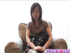 Sakura Hazuki ziemlich asiatischen Milf bekommt anal Perlen Behandlung
