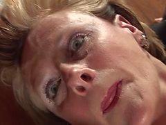 Mature Carol heeft een goede tijd