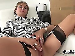 Uniaithful uk mature lady sonia clignote ses gros seins