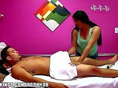 Reality Kings - Gizli Kamera masaj için nakit cinsel dönüyor