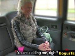 El taxista finlandés folla polla entre bigtits