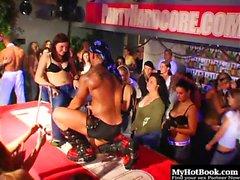 Die männlichen Stripperinnen haben diese Damen alle aufgereiht und ...