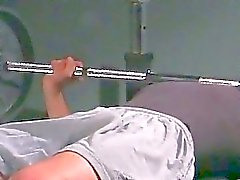 Feticcio piede omosessuale a ginnastica in cima manubri