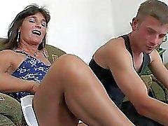 Les récompenses Mama Two Petits garçons travail dur En ce bain PDD anale