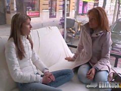 Schöner Szilvia Lauren durch den lesbische Modell Agenten überrascht