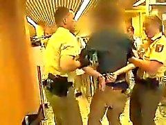 Arsch Variante junge Polizistin hat einen geilen - Ass de police bain