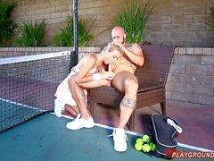 Baise Big Titty Blonde On The étudiant court de tennis