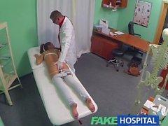 FakeHospital erkek delisi esmer genç geriye doktor ofisinde