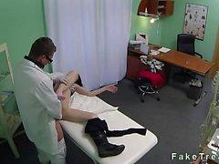 Arzt ficken seinen Patienten auf die Sicherheit Nocken