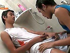 Gay Asian Piscio il 20