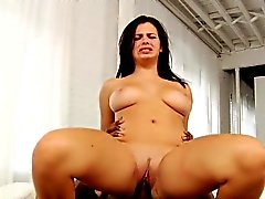 Busty interacial babe pussylicked und gebohrt
