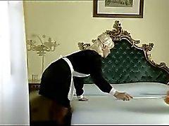 İtalyan Maid Onun delikli iki musluk Alır ( camaster )