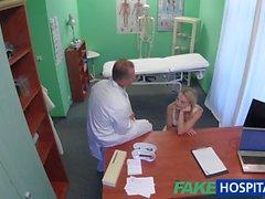 FakeHospital Sevimli sarışın hasta doktor tarafından sert becerdin sonra kedi sınav alır