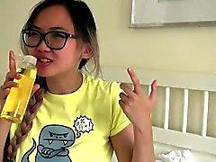 Busty Aasialaiset teini teini Teen gets öljytty hieronnan