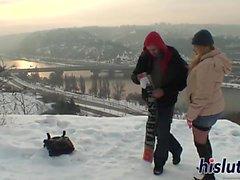 Förtjusande Suzanna fucks i snön