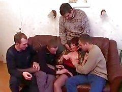 Madre e figlio che ubriaconi e stronzi con gli amici dopo la festa